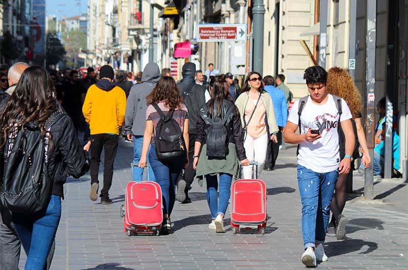 Окрестности Истикляль – это второе по популярности место после Султанахмета, где туристы любят снимать отели.