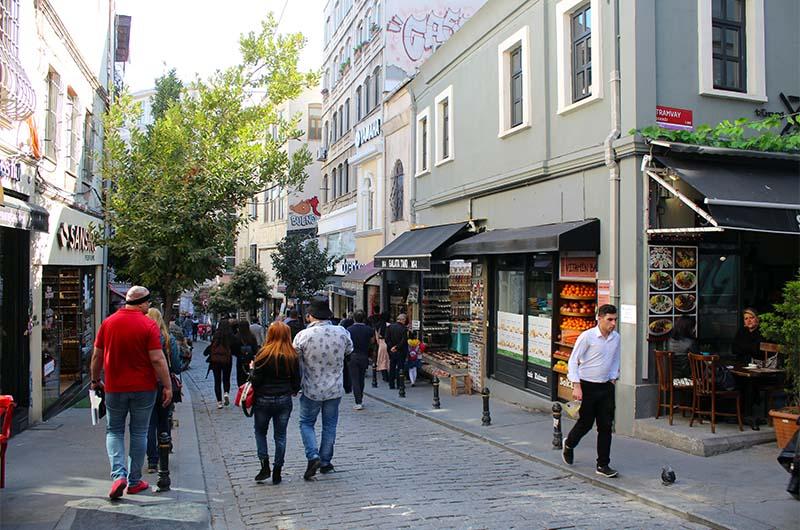 Соседняя улочка Галип Деде, которая выводит к Галатской башне, тоже пешеходная.
